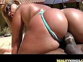 Brunna Bulovar gets her amazing brazilian fat ass pounded like it deserves