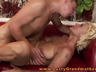 pussy: Amateur old GILF getting pussyfucked