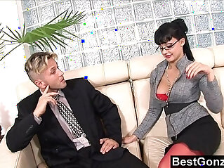 مكتب: Secretary uses her ass and her tallents to get a raise