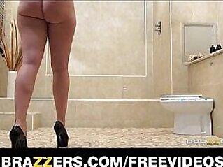 brunette  ,  butt  ,  deepthroat  ,  high heels  ,  huge asses   chinese porn