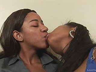 orgasm  ,  pussy  ,  sapphic  ,  shaved  ,  shaved pussy   chinese porn